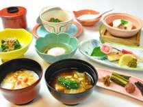 定番金田味噌の味噌汁や温泉粥はおかわりをどうぞ。お腹に優しい献立です。