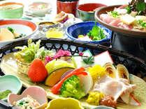 上州麦豚はお好みでみなかみ産の梅肉ソースでどうぞ。地野菜は金田屋お手製味噌ゴマだれがあいます。