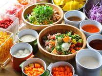 【チョップドサラダ】1日に必要な野菜を、一回の朝食で補えます。