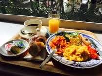 無料朝食バイキング。洋風にまとめてみるとこんな感じ。