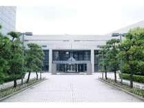 大阪国際交流センターの正面入口です。