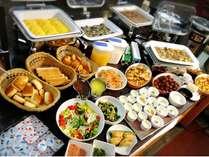 ご宿泊の方は、リニューアルした朝食ブッフェを『無料』でお召し上がりいただけます。