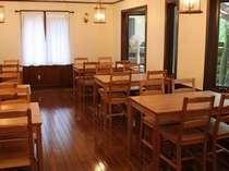 会議室にもなる食堂ホール