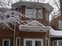 雪の中の角燈館