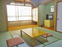 *和室10畳/落ち着いた雰囲気の広々とした和室のお部屋。