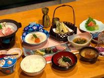 *夕食一例/旬の食材を使用したお食事をご堪能くださいませ。