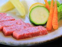 長崎特産の長崎牛と地元のオーガニック野菜を焼き野菜でどうぞ。