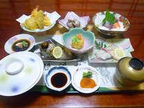 【夕食一例】地元の旬の食材を活かした和食でおなかいっぱい♪