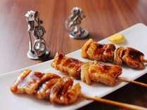 ご当地メニュー【室蘭やきとり】豚肉と玉葱の異色焼きとり!ねりがらしをつけてお召し上がりください。