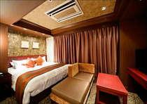 【禁煙】デラックスダブル(401号室)18平米、180cm幅シモンズ製ベッド(ダブルクッション)