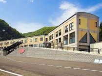*外観/栄村へようこそ!山に囲まれたとっても静かな環境です。
