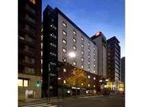六本木駅5番出口より徒歩1分!六本木通り沿いにございます