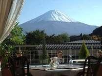 レストランや館内からは富士山を一望できます!