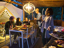 ◆グランピングで仲間と一緒にBBQ!開放的でみんなと過ごす空間だからこそもっと美味しく感じます♪