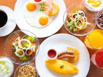 シェフ特製の美味しい選べる朝食(洋食)朝食会場にてお召し上がりいただけます AM7:00~AM10:00