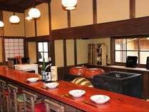 朝夕ともにお向かいの渡辺家の奥にある 「せせらぎ茶房まぶのや」にて召し上がっていただきます。