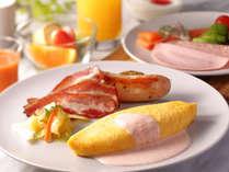 朝食のオムレツ  明太クリームソース