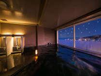 晴れの日は、展望大浴場から星空と町並みを望み ゆったりと心ゆくまで湯贅に浸るひとときを