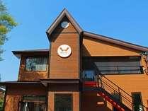 建物頭上に wellies のトレードマーク
