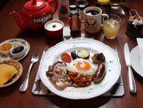 自家製ソーセージ、自家製ベーコンそしてブラックプディングなど、英国の朝食をお楽しみください。