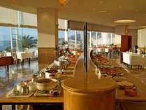 朝食は海の見えるレストラン
