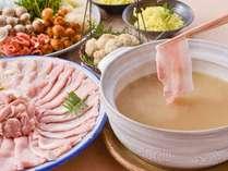 淡路島産にこだわったきのこ鍋(淡路島産鳥つみれ、えびすポーク、鶏もも肉、鶏むね肉、野菜)