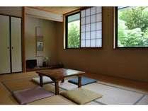 2階和室(竹藪や庭が見えます)