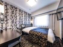 スタンダードルーム【全室禁煙】:広さ11平米/ベッド1台(幅140cm、長さ195cm)/ベッド下収納あり