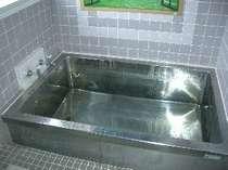 24時間可のお風呂がふたつ男女別がない貸切風呂で、3~4名様、ご家族でもご利用できます。