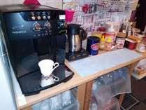 朝食時はフリードリンクサービス、エスプレッソ全自動マシンで香り豊かなコーヒーをどうぞもちろん無料です