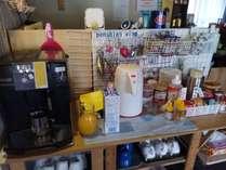朝食時はフリードリンク全自動エスプレッソマシンで挽き立ての香り豊かな珈琲をどうぞ、もちろん無料