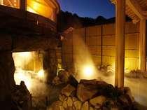 【阿蘇の湯】夜は幻想的な露天風呂になります