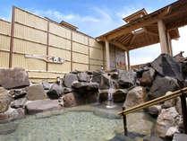 【阿蘇の湯】半身浴もできる露天風呂