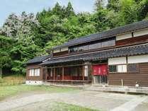 築150年の古民家をリノベーションした一棟貸しのお宿です。
