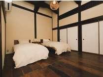 ベットのある洋室。オーガニックコットンの寝具でぐっすりとお休みください。