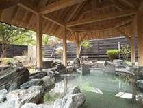 """◆露天風呂/お湯の柔らかさとしっとり感から""""美人の湯""""と呼ばれる支笏湖温泉。"""