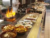 ◆夕食ビュッフェ一例/オープンキッチンから出来たて料理を提供!