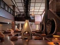 ◆ゲストラウンジ/暖炉を囲んでくつろげる、憩いのスペース。