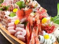 【舟盛】日本海の味覚とれとれ★海近くのお宿だから魚がウマイ♪写真は5名様盛り