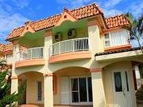 沖縄の赤瓦を使用、沖縄とアメリカのコラボ住宅