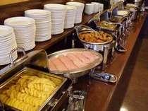一日の始まりは朝食から!和洋無料バイキングでございます。
