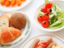 和洋30品目のボリューム満点のバイキング朝食をお召し上がり下さい。