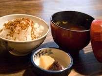 和食も取りそろえており、朝からモリモリご飯、お味噌汁で元気に!