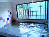 *内湯(殿方用) 広い湯船にじっくりと浸かって、体の芯から温まろう♪