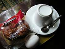 朝にはこのような軽食が付きます。