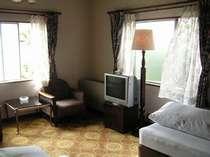 部屋例。周囲には緑が多い環境です。