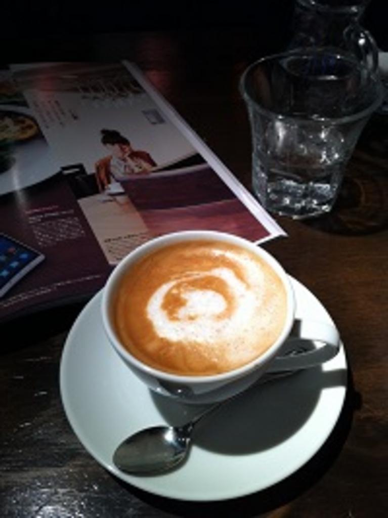 カフェ & バー アンセム