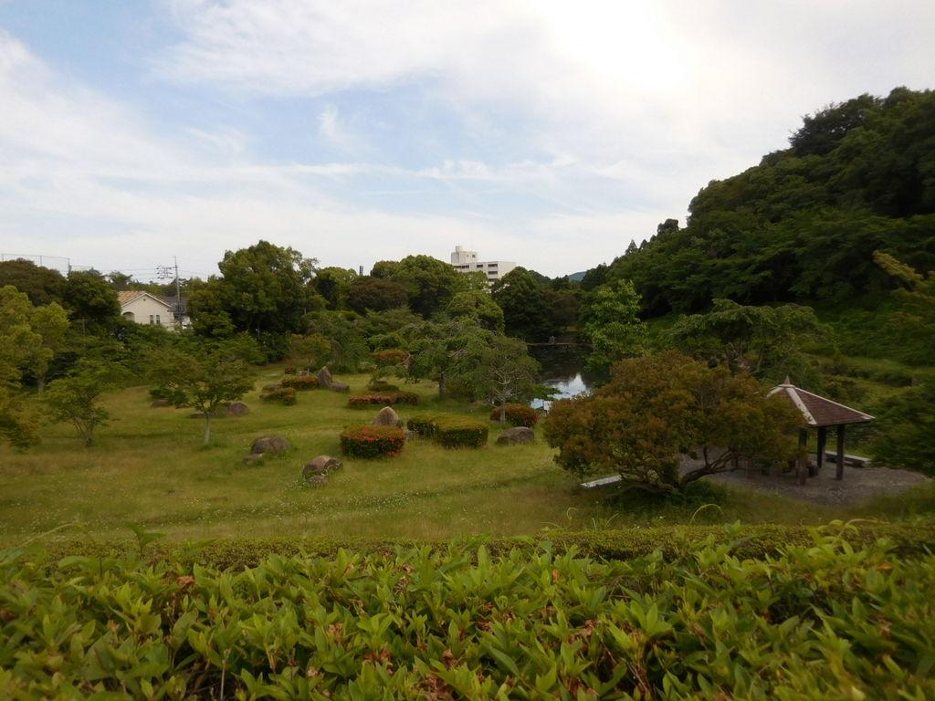 周南 緑地 公園 今なお戦時の油が流出 周南緑地にある旧海軍の施設跡...