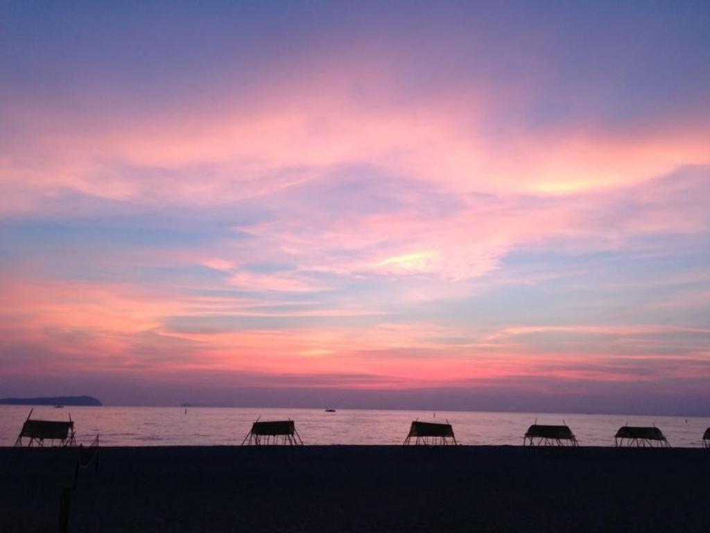 有明浜に沈む夕陽 絶景