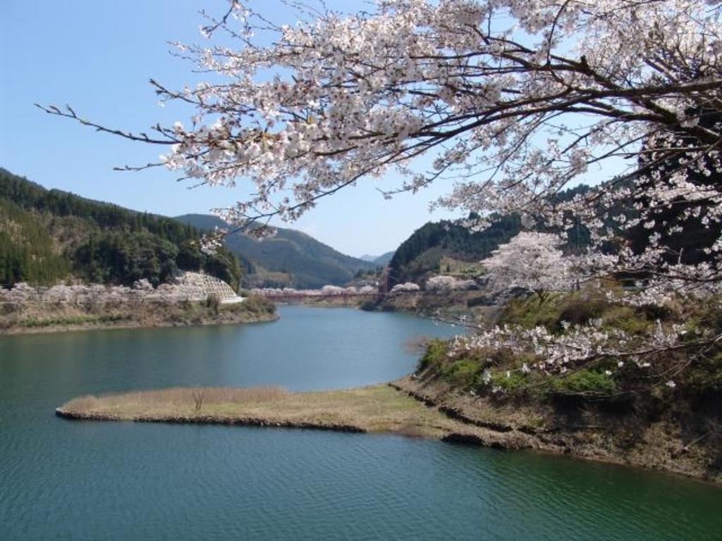 日向神ダム湖